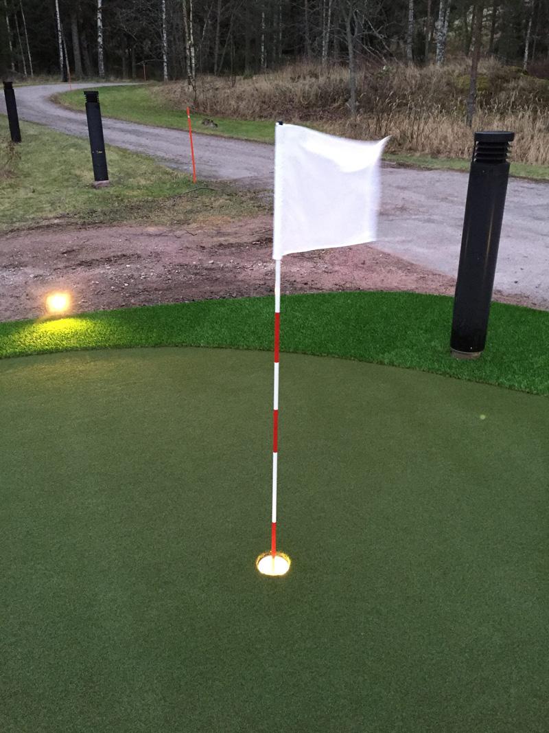 Golfviheriö valaistu